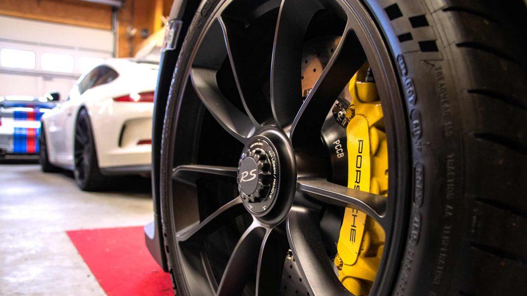 Jante Porsche GT3 RS dans le garage