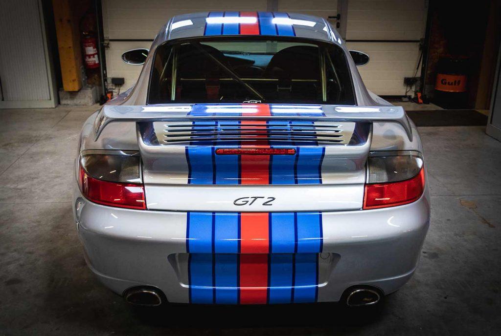 Porsche 911 GT2 dans le garage